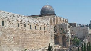 מסגד אל אקצא והכותל המערבי.
