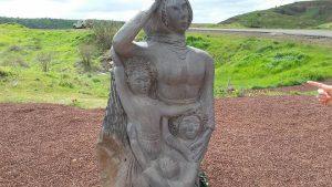 פסל המשפחה של נדיה כהן ומשפחתה