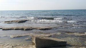 חוף שבי ציון מול אנדרטת השייטת