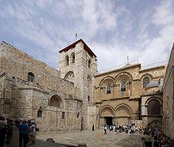 הכניסה לכנסיית התחיה-הקבר