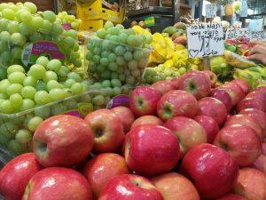 סיור טעימות קולינרי ירושלמי בין אגריפס לרחוב יפו ברחוב עץ החיים. www.toursguides.com