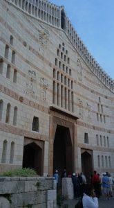 חזית הכניסה המערבית לכנסיית הבשורה הנצרתית.