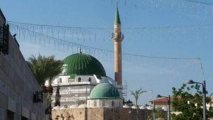 מסגד אל ג'זאר ביום אלמג'מאע.