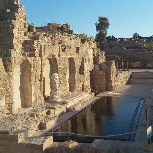 הנימפאון בצומת הקרדו והדקומנוס בקיסריה.