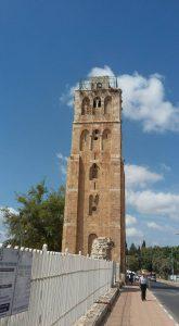 המגדל הלבן מעל המסגד הלבן ברמלה