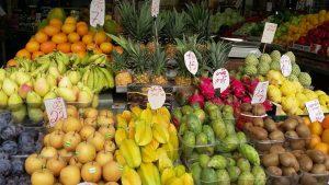 שפע וכל טוב הארץ בשוק בכרמל בתל אביב.