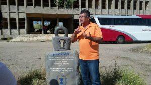 אנדרטת אלי כהן בקונייטרה מול המפקדה הסורית סובייטית