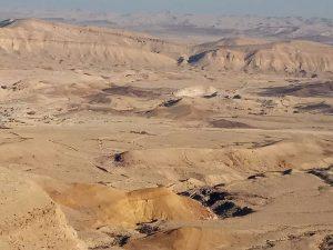 הר אבנון והמכתש הגדול.