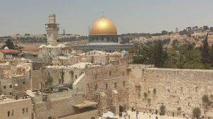 כיפת הסלע ורחבת הכותל המערבי והרובע המוסלמי.