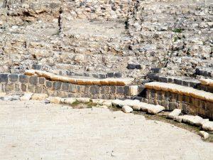 תיאטרון טבריה וחומות העיר טבריה