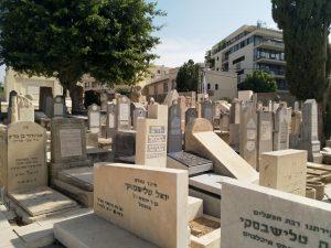 סיור אריק איינשטיין בבית הקברות בטרומפלדור תל אביב