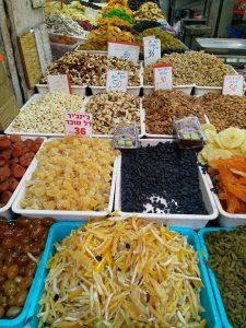 סיור טעימות בשוק לוינסקי עם טעימות וטעמים רבים.