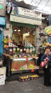 עוזיאלי איש האתרוגים בשוק מחנה יהודה