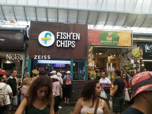 """סיור טעימות """"אצל עוזיאלי"""" בשוק הירושלמי."""