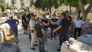 סיור מודרך בבית הקברות בטרומפלדור תל אביב עם אפי נחמיאס