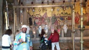 סיור בכנסית הקבר בעיר העתיקה בירושלים.