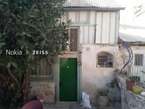 בשכונת אוהל משה מול גן התות