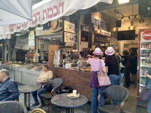 """""""חוכמת הבורקס"""" בשוק מחנה יהודה הירושלמי. www.toursguides.com"""