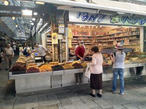 """סיור טעימות בשוק מחנה יהודה בירושלים-""""פיצוחי עמדי""""."""