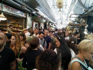 """סיור ברחוב """"עץ החיים"""" בשוק מחנה יהודה."""